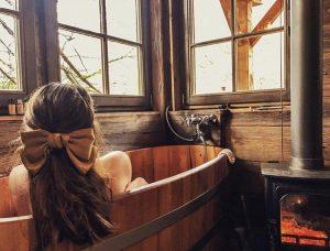 Nainen kambala altaassa Sauna Boulevard